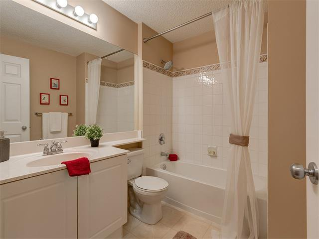Photo 27: Photos: 111 8 COUNTRY VILLAGE Bay NE in Calgary: Country Hills Village Condo for sale : MLS®# C4052961