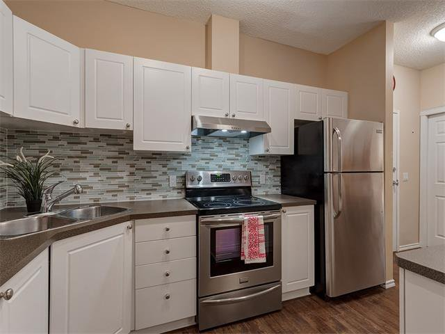 Photo 6: Photos: 111 8 COUNTRY VILLAGE Bay NE in Calgary: Country Hills Village Condo for sale : MLS®# C4052961