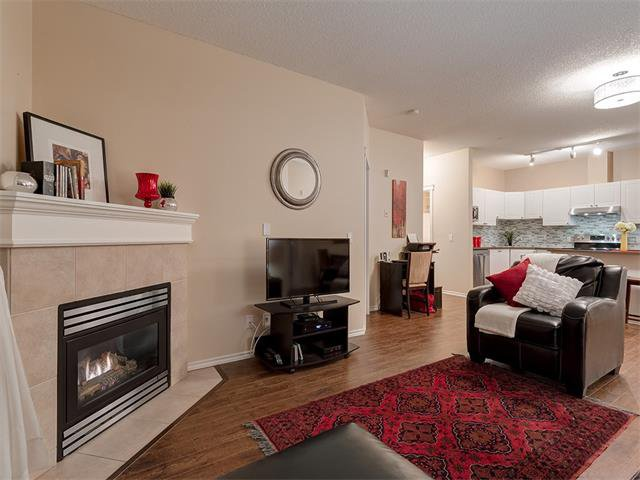 Photo 12: Photos: 111 8 COUNTRY VILLAGE Bay NE in Calgary: Country Hills Village Condo for sale : MLS®# C4052961