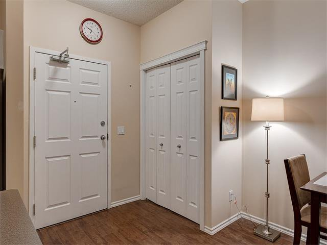 Photo 3: Photos: 111 8 COUNTRY VILLAGE Bay NE in Calgary: Country Hills Village Condo for sale : MLS®# C4052961