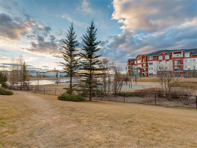 Photo 17: Photos: 111 8 COUNTRY VILLAGE Bay NE in Calgary: Country Hills Village Condo for sale : MLS®# C4052961