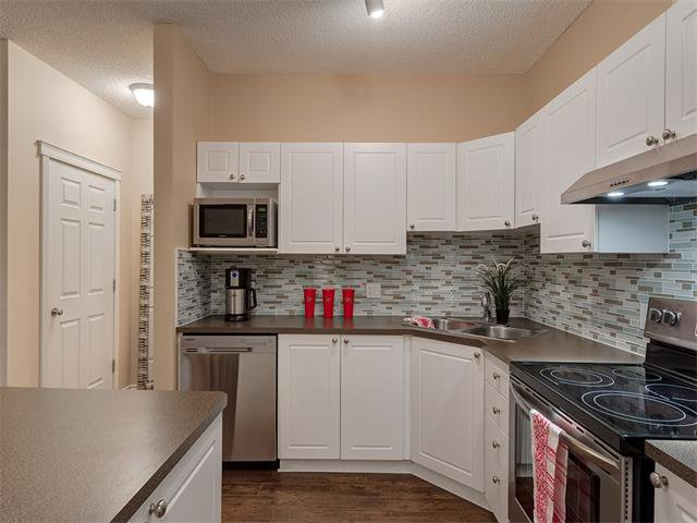 Photo 8: Photos: 111 8 COUNTRY VILLAGE Bay NE in Calgary: Country Hills Village Condo for sale : MLS®# C4052961