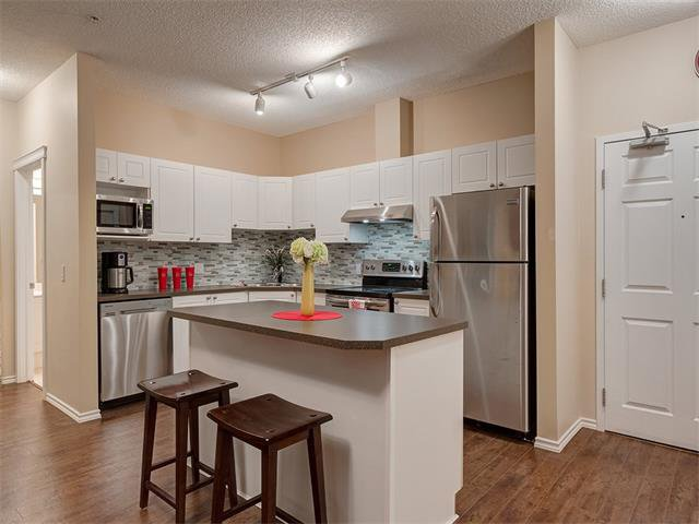 Photo 5: Photos: 111 8 COUNTRY VILLAGE Bay NE in Calgary: Country Hills Village Condo for sale : MLS®# C4052961