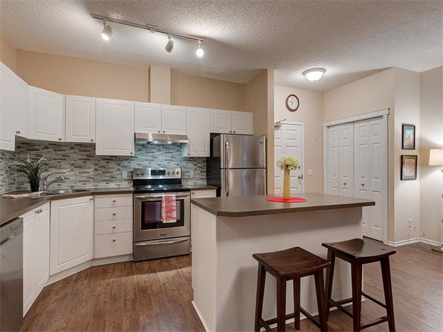 Photo 4: Photos: 111 8 COUNTRY VILLAGE Bay NE in Calgary: Country Hills Village Condo for sale : MLS®# C4052961
