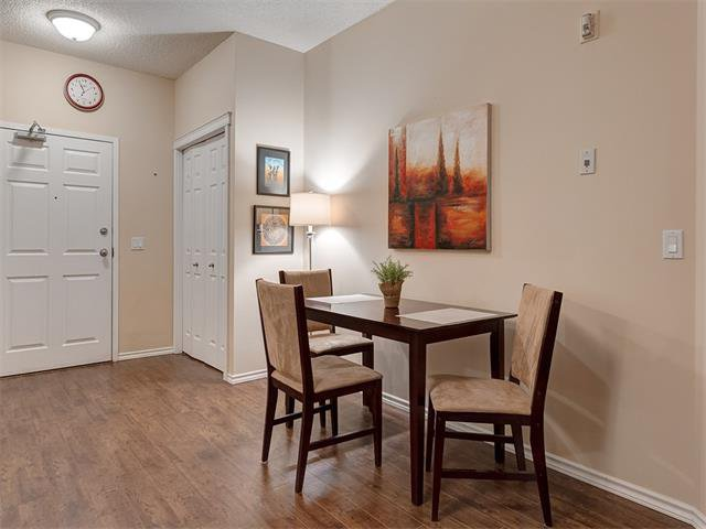 Photo 10: Photos: 111 8 COUNTRY VILLAGE Bay NE in Calgary: Country Hills Village Condo for sale : MLS®# C4052961