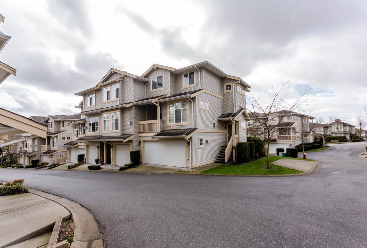 "Main Photo: 17 14959 58 Avenue in Surrey: Sullivan Station Townhouse for sale in ""Skylands"" : MLS®# R2046904"