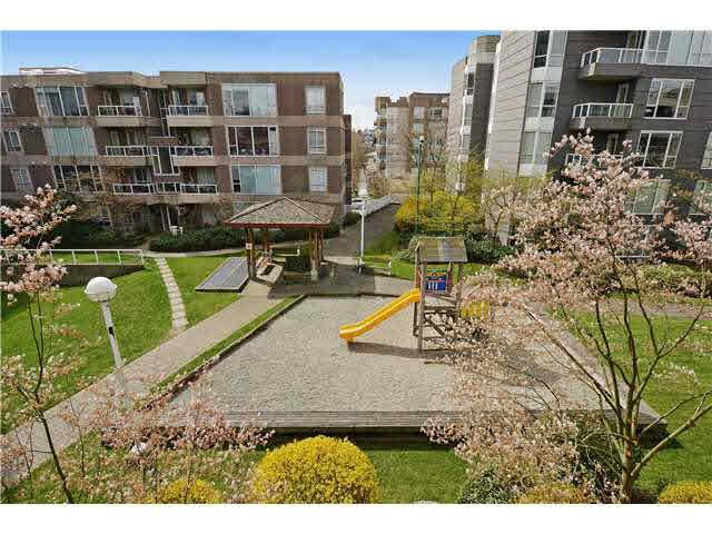 Main Photo: 304 3488 VANNESS AVENUE in : Collingwood VE Condo for sale : MLS®# V1057276
