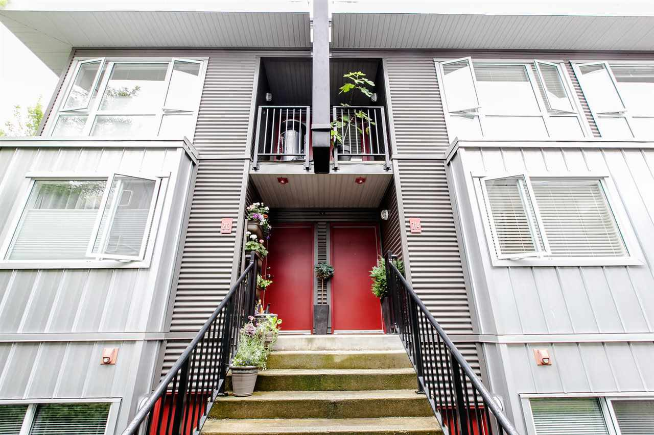 """Main Photo: 214 672 W 6TH Avenue in Vancouver: Fairview VW Townhouse for sale in """"BOHEMIA"""" (Vancouver West)  : MLS®# R2080724"""