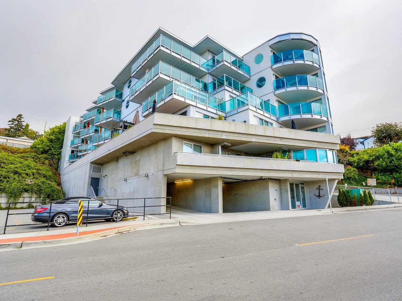 """Main Photo: 202 14955 VICTORIA Avenue: White Rock Condo for sale in """"SAUSALITO BEACH SIDE LIVING"""" (South Surrey White Rock)  : MLS®# R2128764"""