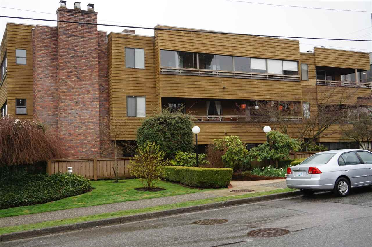 """Main Photo: 204 2424 CYPRESS Street in Vancouver: Kitsilano Condo for sale in """"Cypress Place"""" (Vancouver West)  : MLS®# R2152503"""