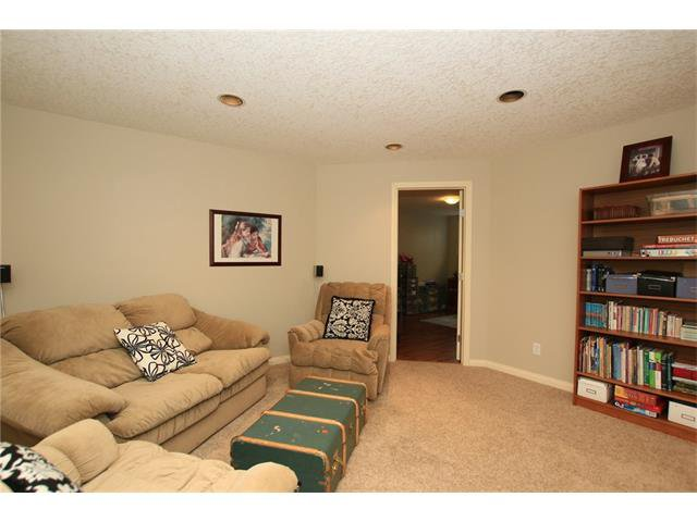 Photo 40: Photos: 188 SUNSET Close: Cochrane House for sale : MLS®# C4115906