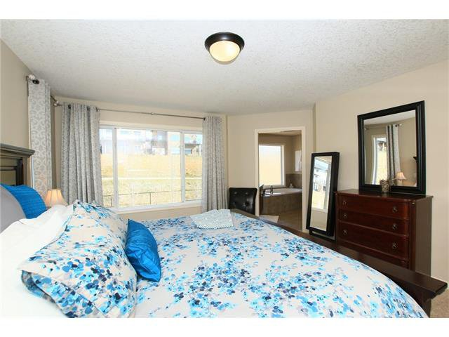 Photo 24: Photos: 188 SUNSET Close: Cochrane House for sale : MLS®# C4115906