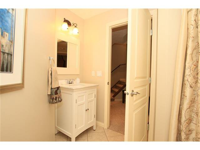 Photo 37: Photos: 188 SUNSET Close: Cochrane House for sale : MLS®# C4115906