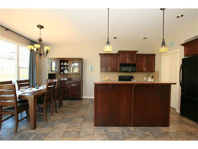 Photo 9: Photos: 188 SUNSET Close: Cochrane House for sale : MLS®# C4115906