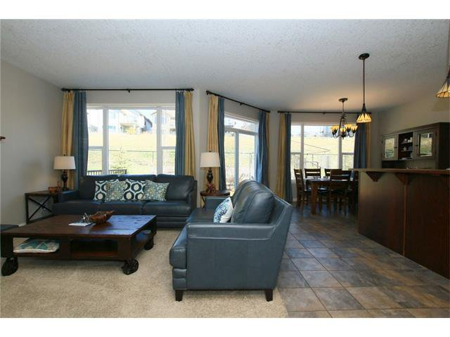 Photo 4: Photos: 188 SUNSET Close: Cochrane House for sale : MLS®# C4115906