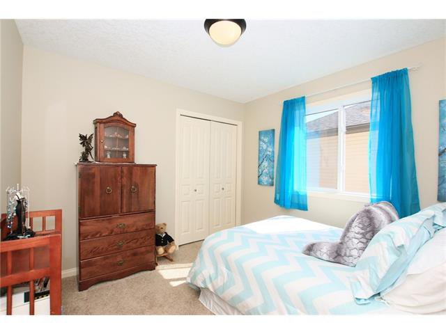 Photo 30: Photos: 188 SUNSET Close: Cochrane House for sale : MLS®# C4115906