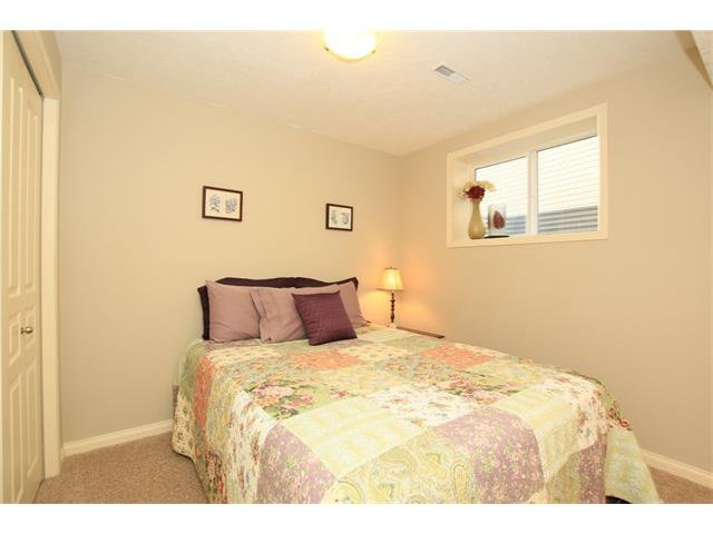 Photo 35: Photos: 188 SUNSET Close: Cochrane House for sale : MLS®# C4115906