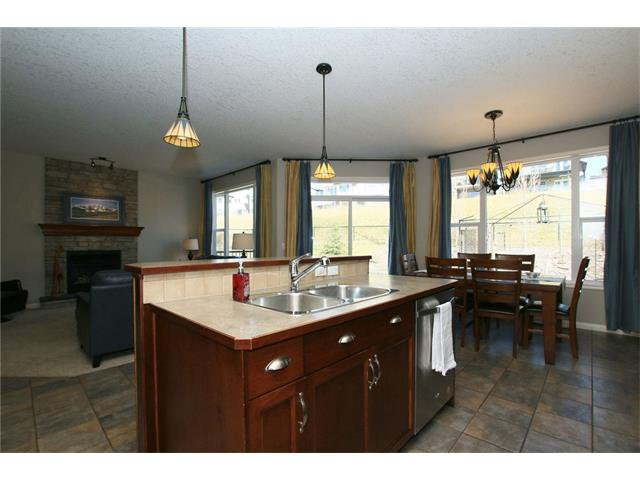 Photo 16: Photos: 188 SUNSET Close: Cochrane House for sale : MLS®# C4115906