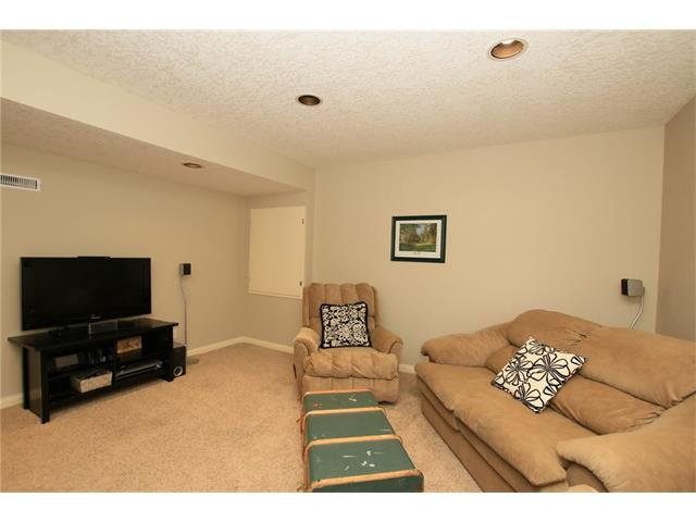 Photo 39: Photos: 188 SUNSET Close: Cochrane House for sale : MLS®# C4115906