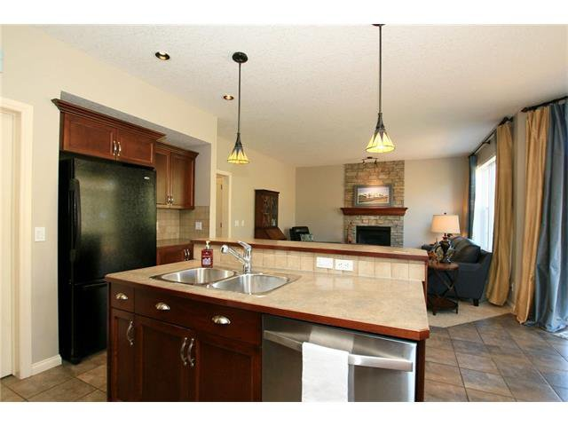 Photo 15: Photos: 188 SUNSET Close: Cochrane House for sale : MLS®# C4115906