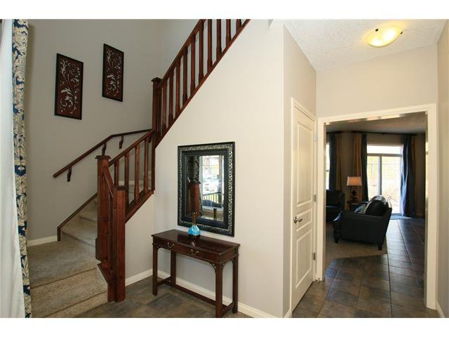 Photo 3: Photos: 188 SUNSET Close: Cochrane House for sale : MLS®# C4115906