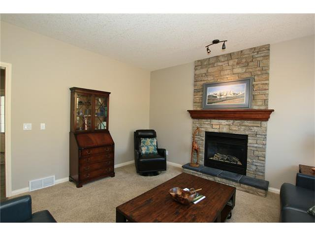 Photo 7: Photos: 188 SUNSET Close: Cochrane House for sale : MLS®# C4115906