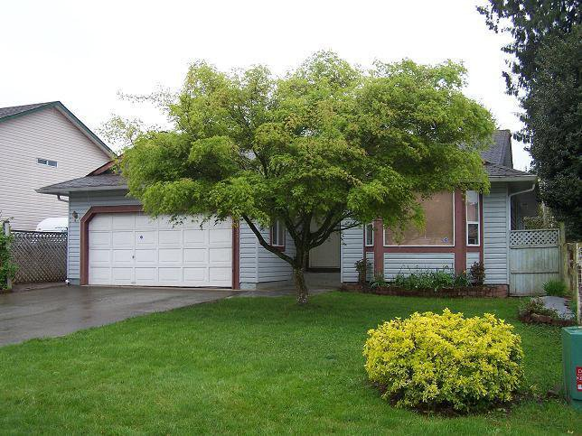 Main Photo: 26570 32A Ave in Langley: Home for sale : MLS®# F2710284