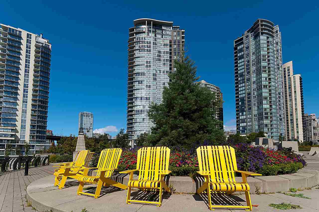 "Main Photo: 2302 583 BEACH Crescent in Vancouver: Yaletown Condo for sale in ""Park West 2 Yaletown"" (Vancouver West)  : MLS®# R2179212"