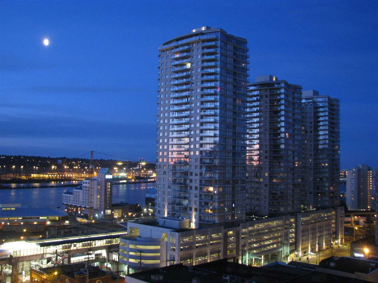 Main Photo: 2810 888 CARNARVON Street in New Westminster: Downtown NW Condo for sale : MLS®# R2235640