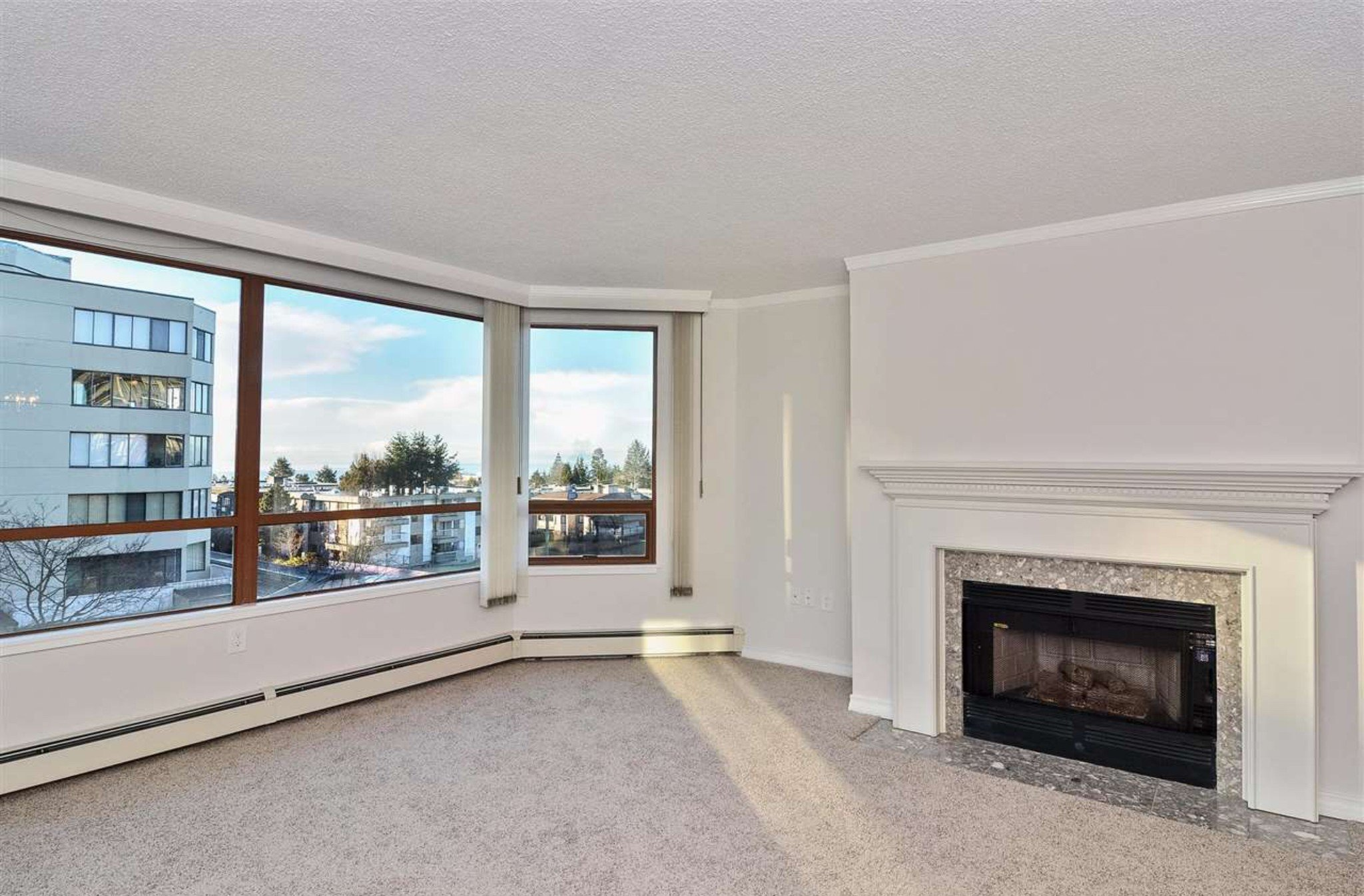 Photo 7: Photos: 405, 15111 Russell Avenue: White Rock Condo for sale (South Surrey White Rock)  : MLS®# R2133728