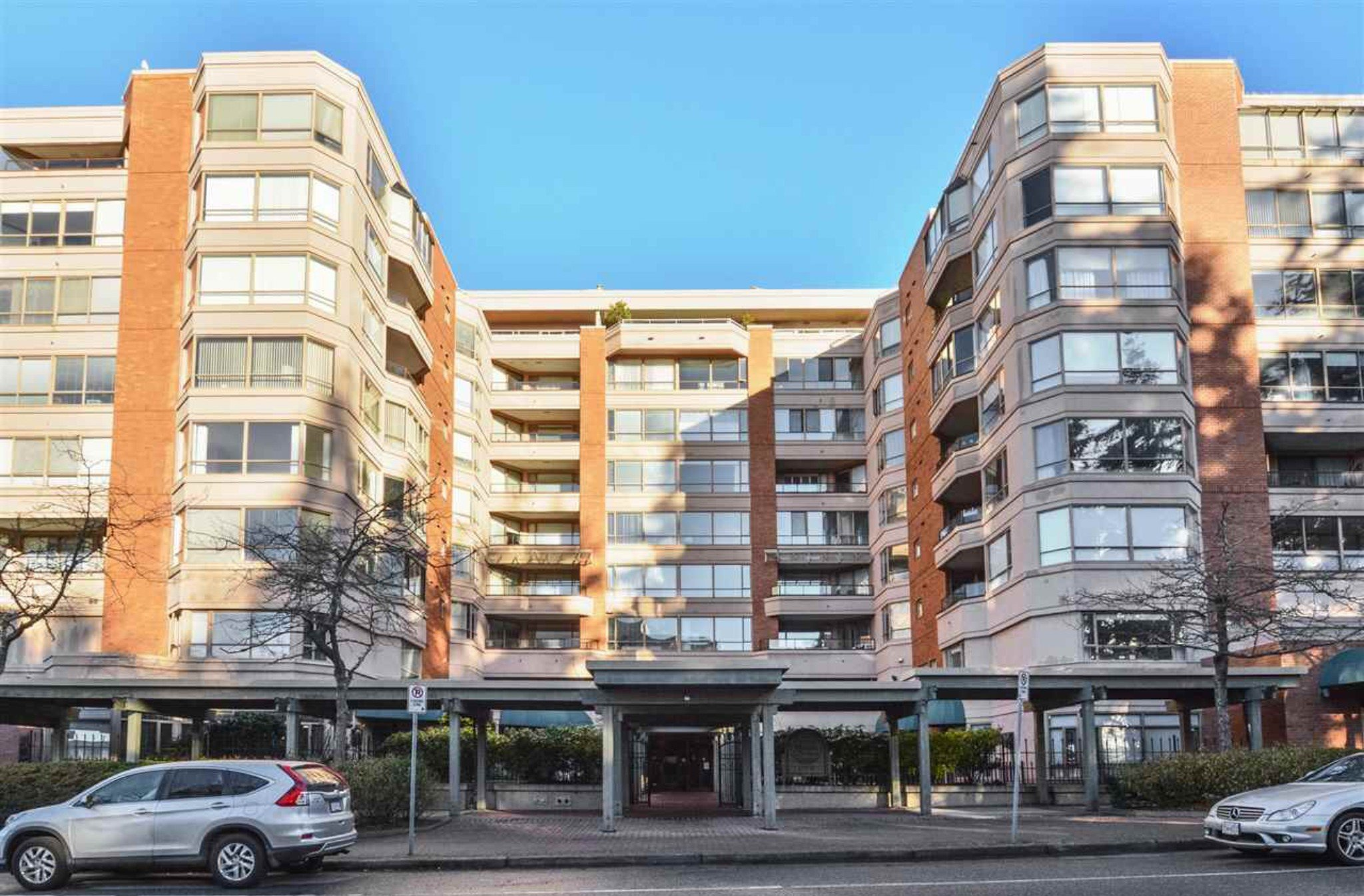 Photo 2: Photos: 405, 15111 Russell Avenue: White Rock Condo for sale (South Surrey White Rock)  : MLS®# R2133728
