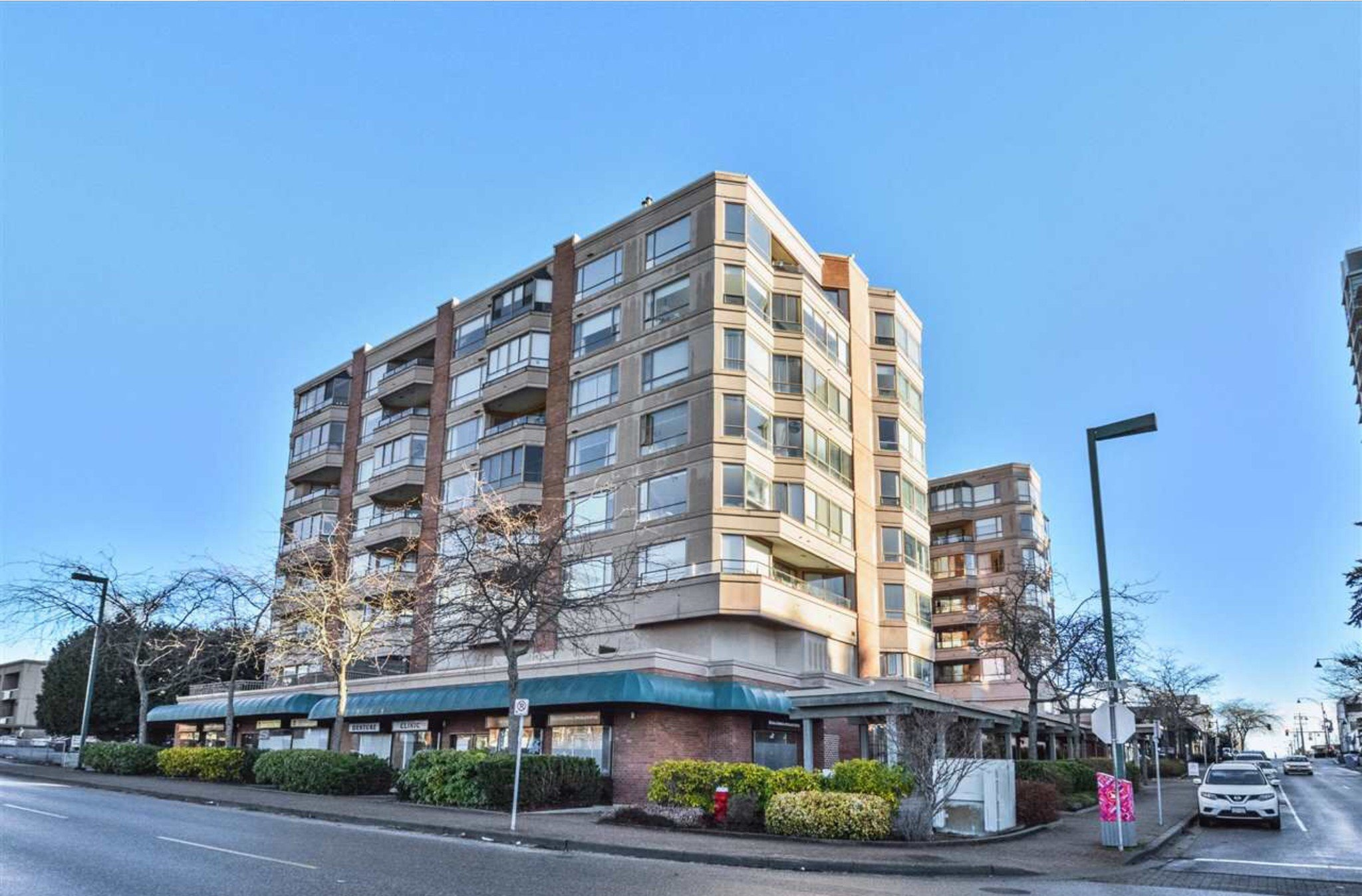 Photo 1: Photos: 405, 15111 Russell Avenue: White Rock Condo for sale (South Surrey White Rock)  : MLS®# R2133728