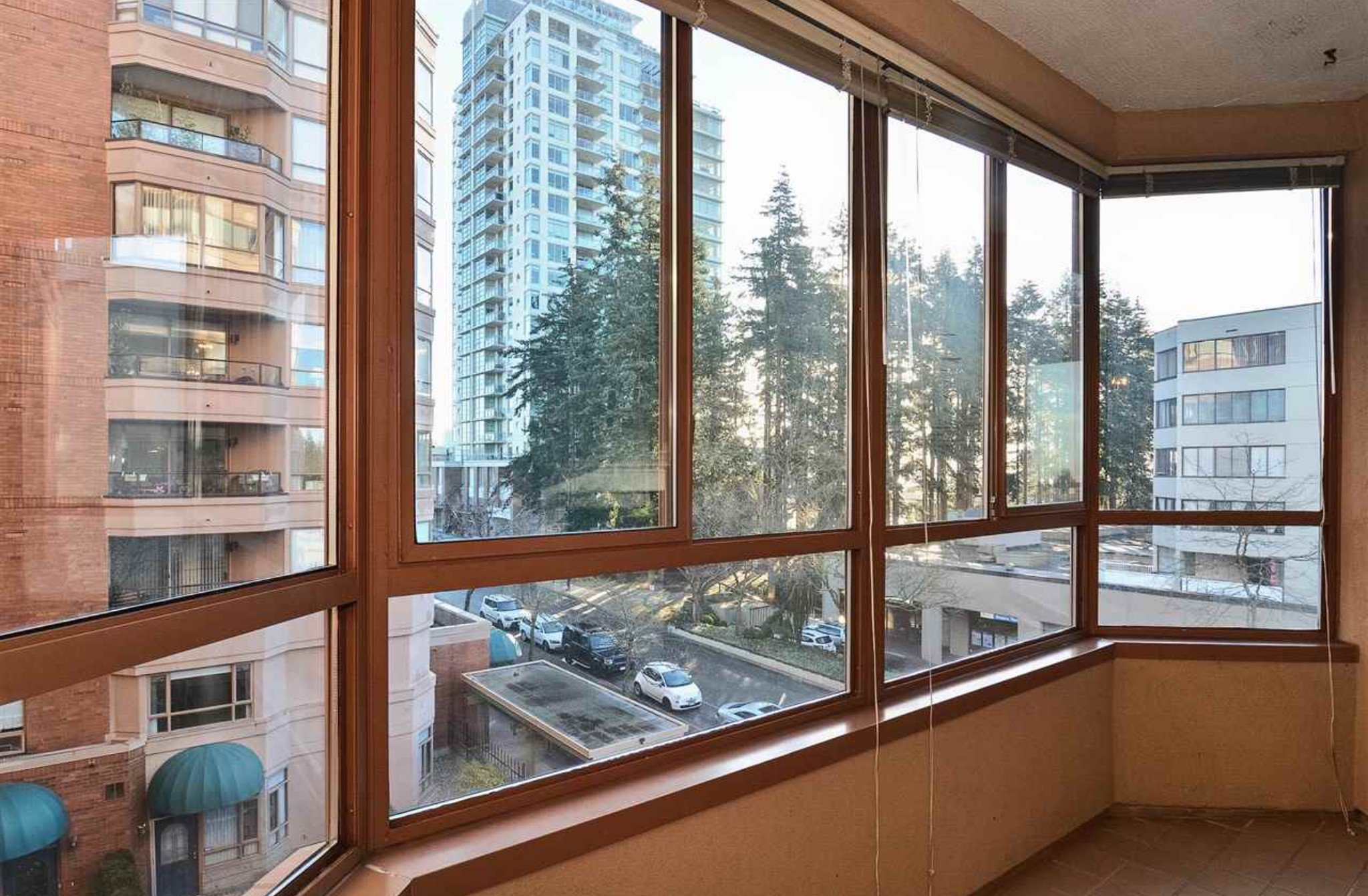 Photo 10: Photos: 405, 15111 Russell Avenue: White Rock Condo for sale (South Surrey White Rock)  : MLS®# R2133728