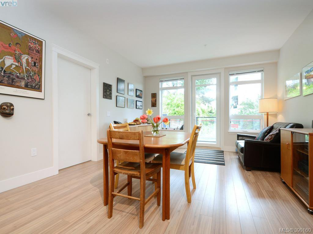 Photo 5: Photos: 202 935 Cloverdale Ave in VICTORIA: SE Quadra Condo for sale (Saanich East)  : MLS®# 784238