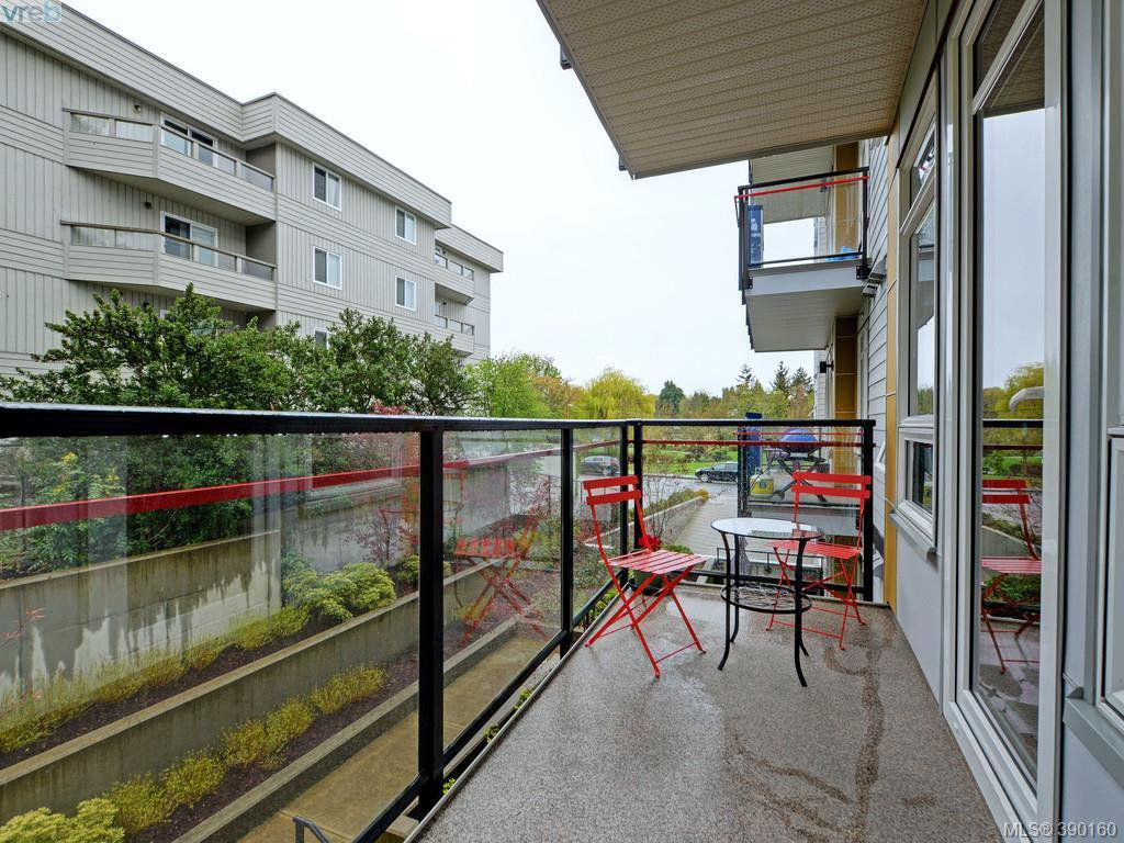 Photo 14: Photos: 202 935 Cloverdale Ave in VICTORIA: SE Quadra Condo for sale (Saanich East)  : MLS®# 784238