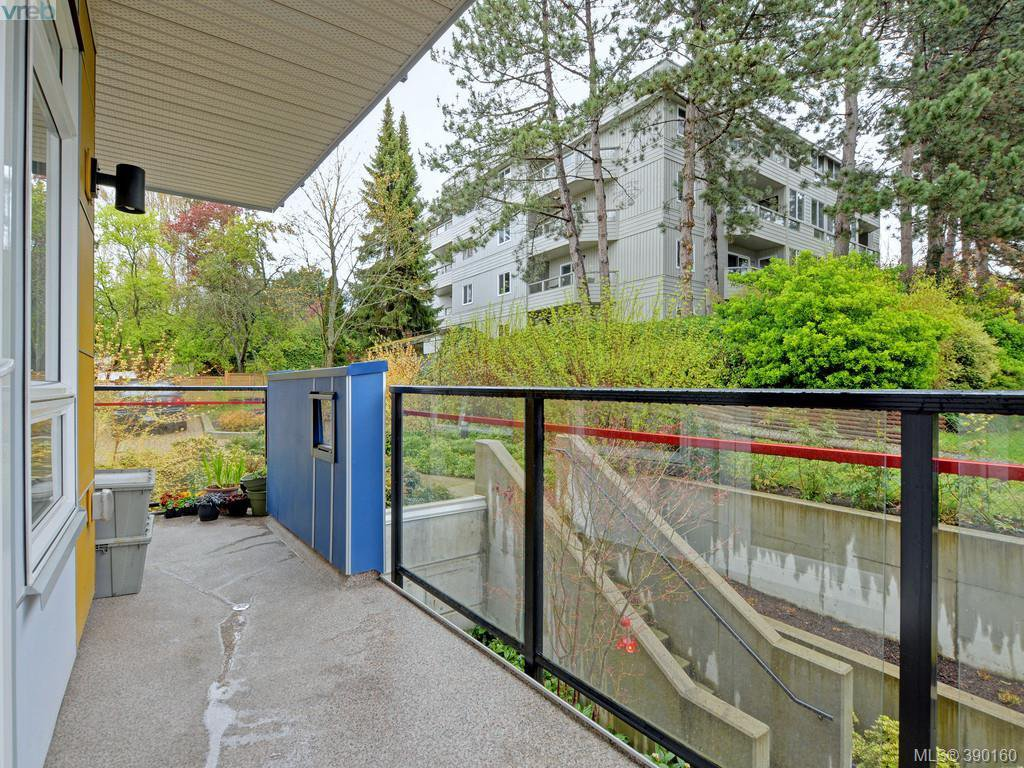 Photo 15: Photos: 202 935 Cloverdale Ave in VICTORIA: SE Quadra Condo for sale (Saanich East)  : MLS®# 784238