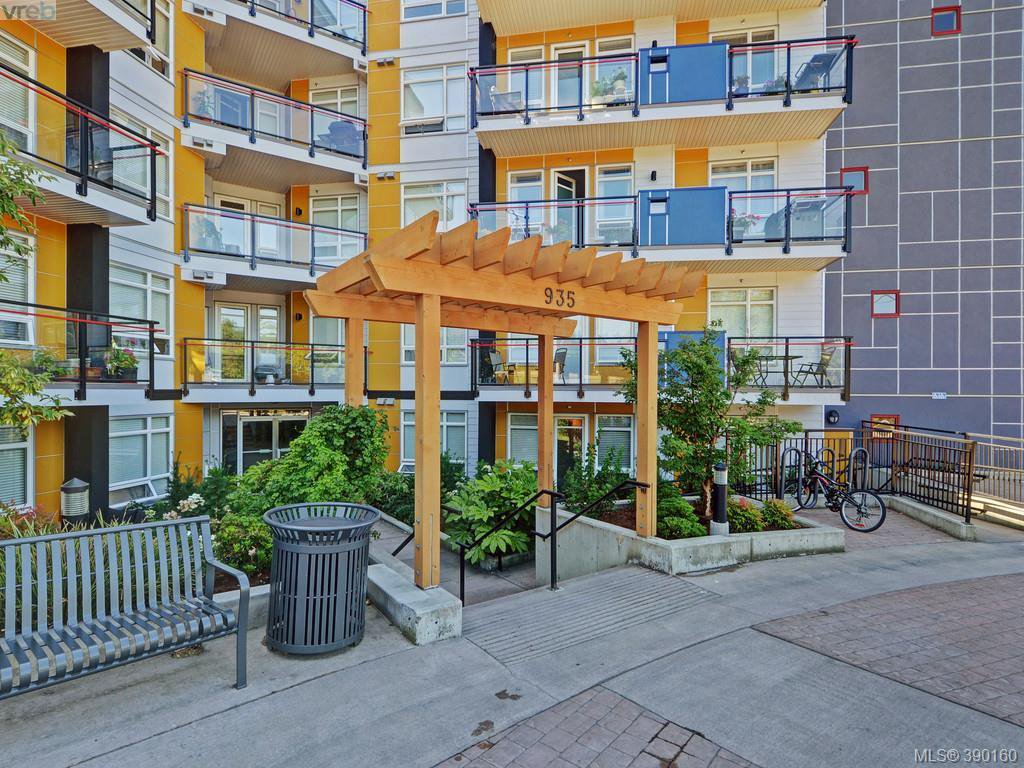 Photo 18: Photos: 202 935 Cloverdale Ave in VICTORIA: SE Quadra Condo for sale (Saanich East)  : MLS®# 784238
