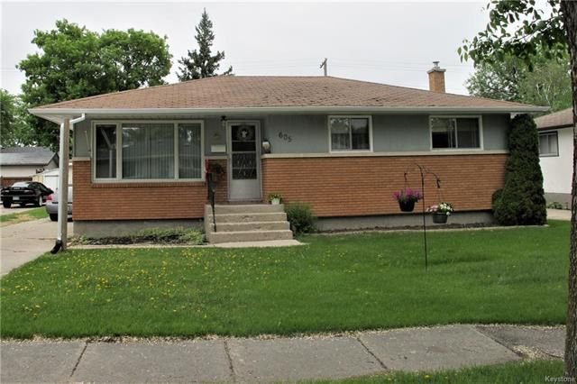 Photo 2: Photos:  in Winnipeg: East Kildonan Residential for sale (3D)  : MLS®# 1814608