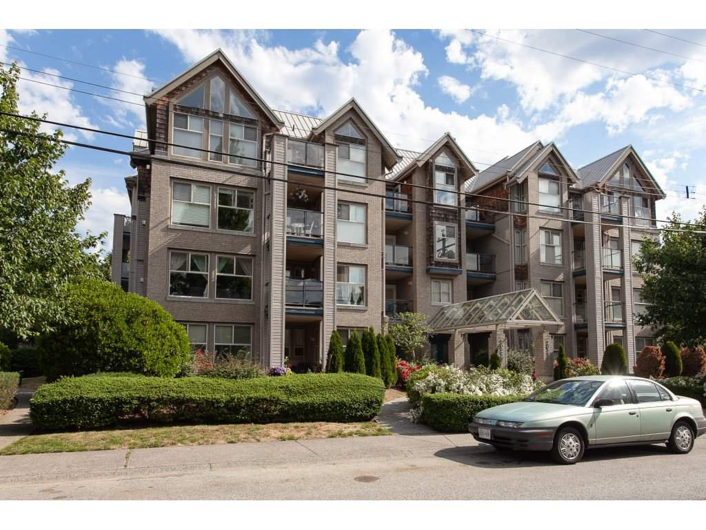 "Main Photo: 401 20237 54 Avenue in Langley: Langley City Condo for sale in ""The Avante"" : MLS®# R2282062"