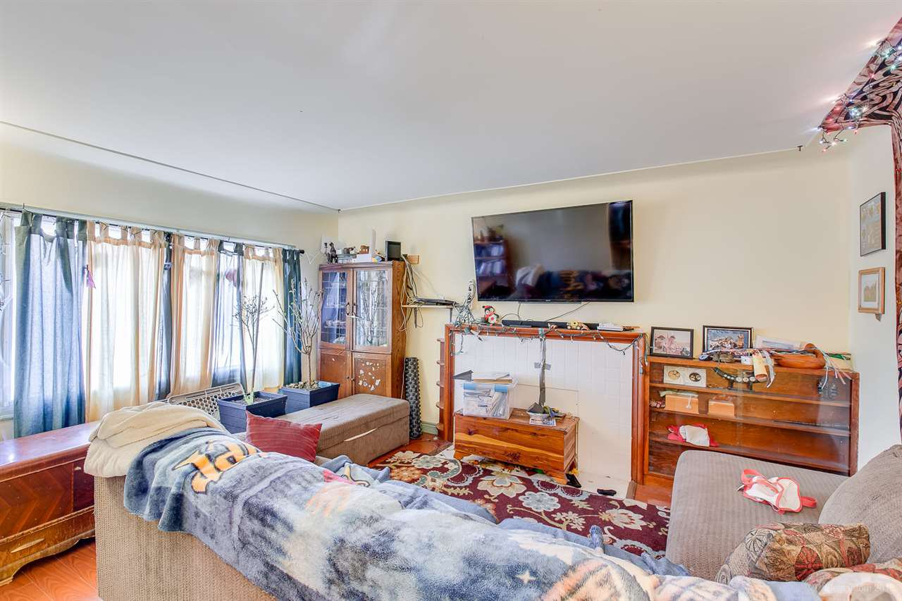 Photo 5: Photos: 2254 E 24TH Avenue in Vancouver: Victoria VE House for sale (Vancouver East)  : MLS®# R2326595