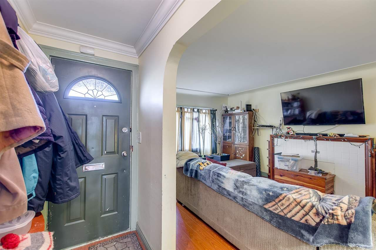 Photo 2: Photos: 2254 E 24TH Avenue in Vancouver: Victoria VE House for sale (Vancouver East)  : MLS®# R2326595