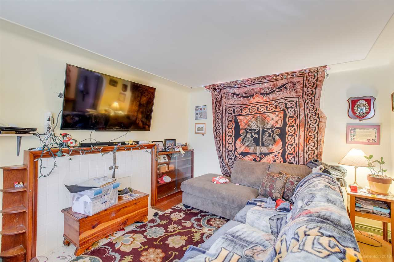 Photo 4: Photos: 2254 E 24TH Avenue in Vancouver: Victoria VE House for sale (Vancouver East)  : MLS®# R2326595