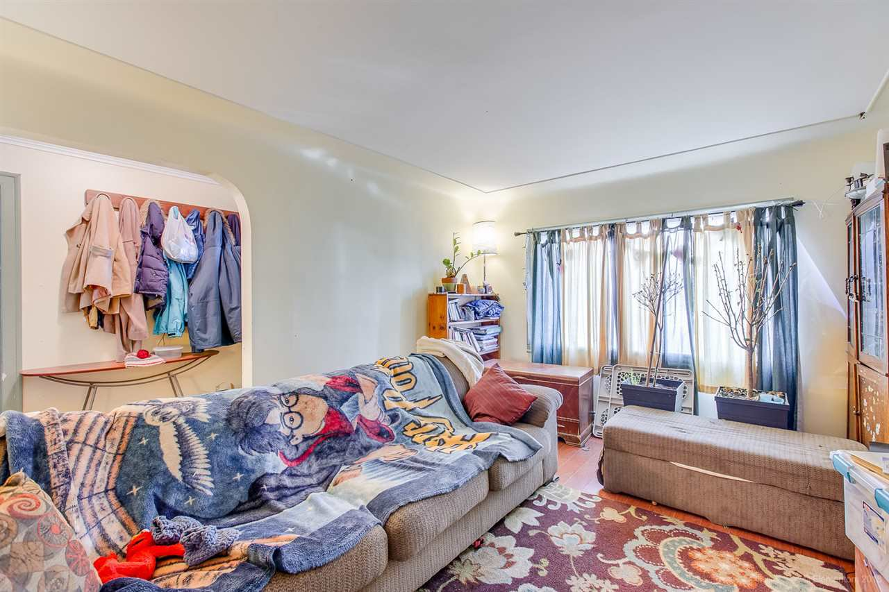 Photo 3: Photos: 2254 E 24TH Avenue in Vancouver: Victoria VE House for sale (Vancouver East)  : MLS®# R2326595