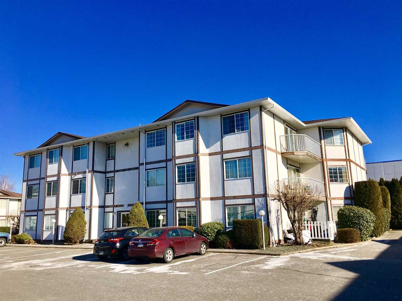 "Main Photo: 302C 45655 MCINTOSH Drive in Chilliwack: Chilliwack W Young-Well Condo for sale in ""McIntosh Place"" : MLS®# R2338065"