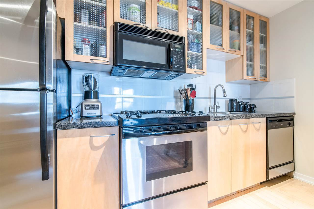 "Main Photo: 1705 969 RICHARDS Street in Vancouver: Downtown VW Condo for sale in ""Mondrian II"" (Vancouver West)  : MLS®# R2344228"