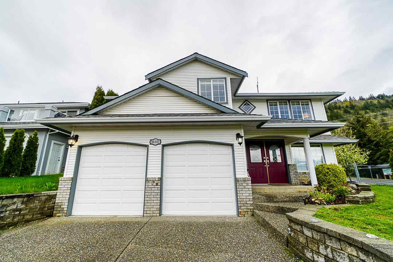 """Main Photo: 36101 REGAL Parkway in Abbotsford: Abbotsford East House for sale in """"Regal Peaks"""" : MLS®# R2359705"""
