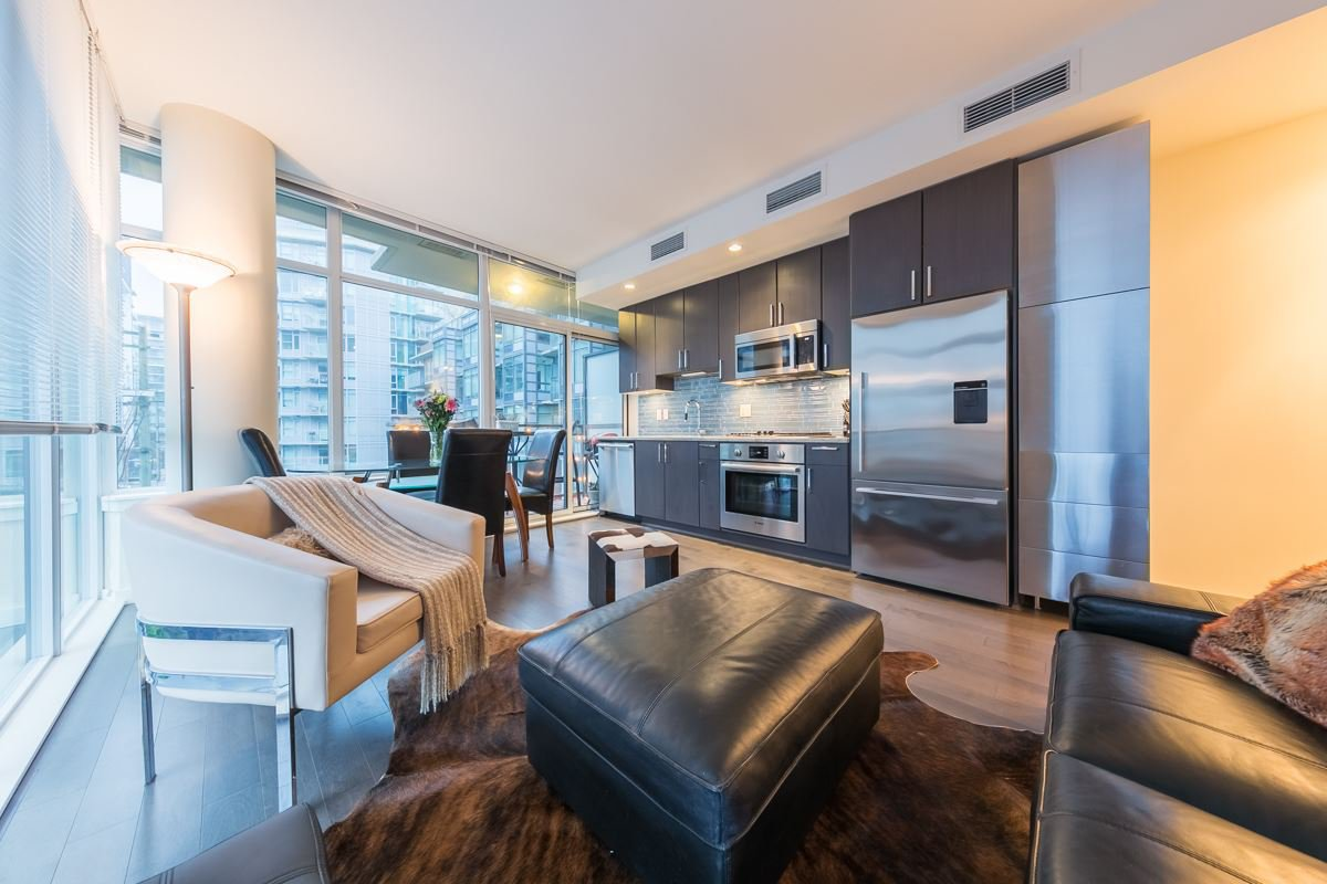 Main Photo: 304 38 W 1ST Avenue in Vancouver: False Creek Condo for sale (Vancouver West)  : MLS®# R2424453