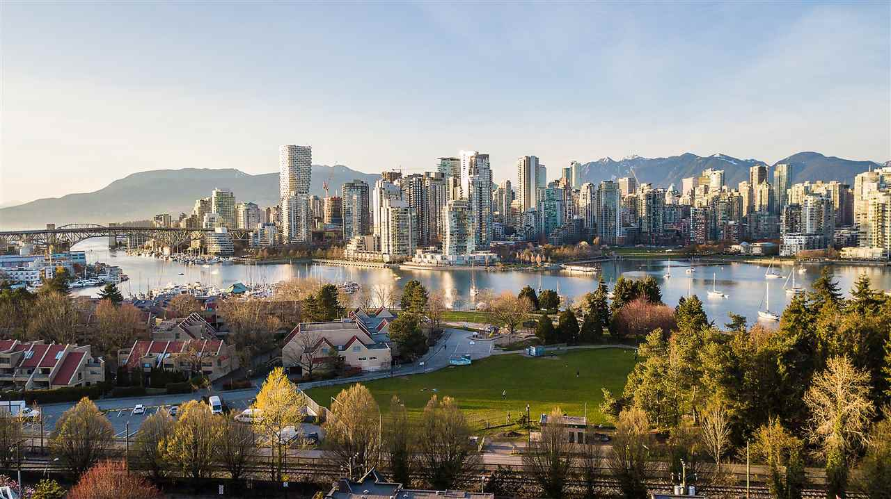 "Main Photo: 302 977 W 8TH Avenue in Vancouver: Fairview VW Condo for sale in ""The 8th Avenue"" (Vancouver West)  : MLS®# R2450085"