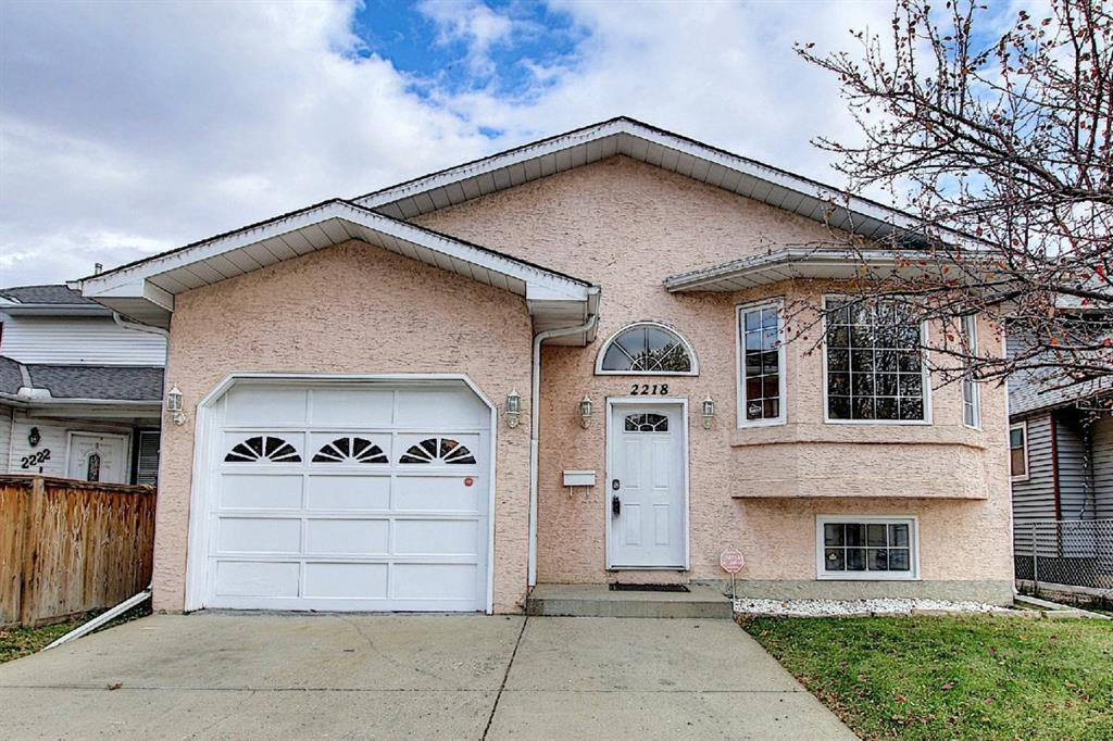Main Photo: 2218 19 Street NE in Calgary: Vista Heights Detached for sale : MLS®# A1041031