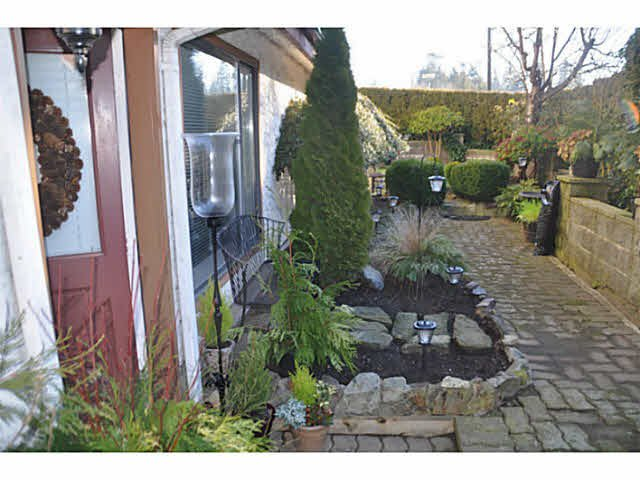 "Photo 6: Photos: 1 15989 MARINE Drive: White Rock Condo for sale in ""MARINER ESTATES"" (South Surrey White Rock)  : MLS®# F1412892"
